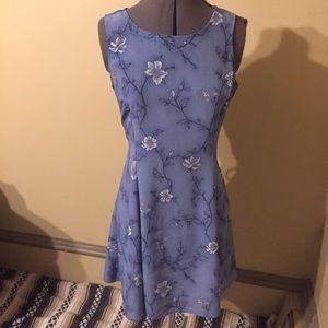 VTG: 90s Floral Dress w Back Ties